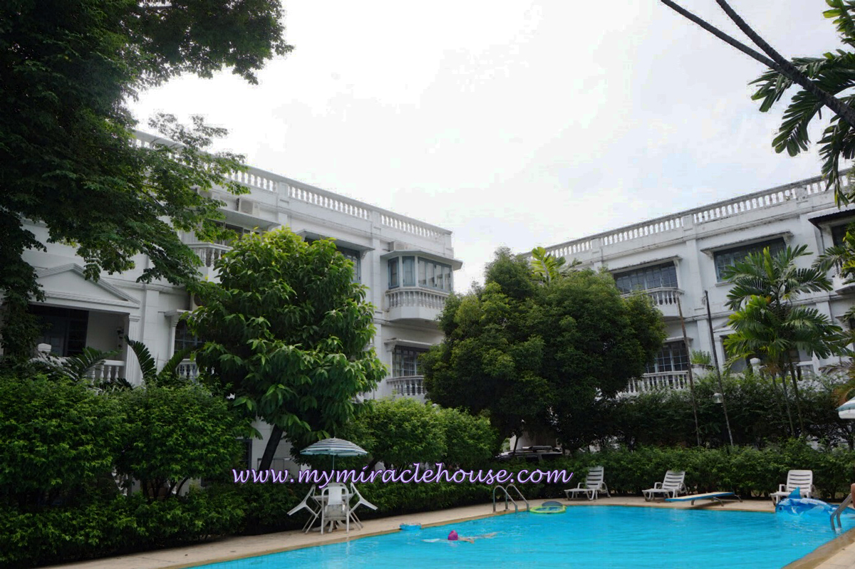 Townhouse for rent in secured compound, Thong Lo