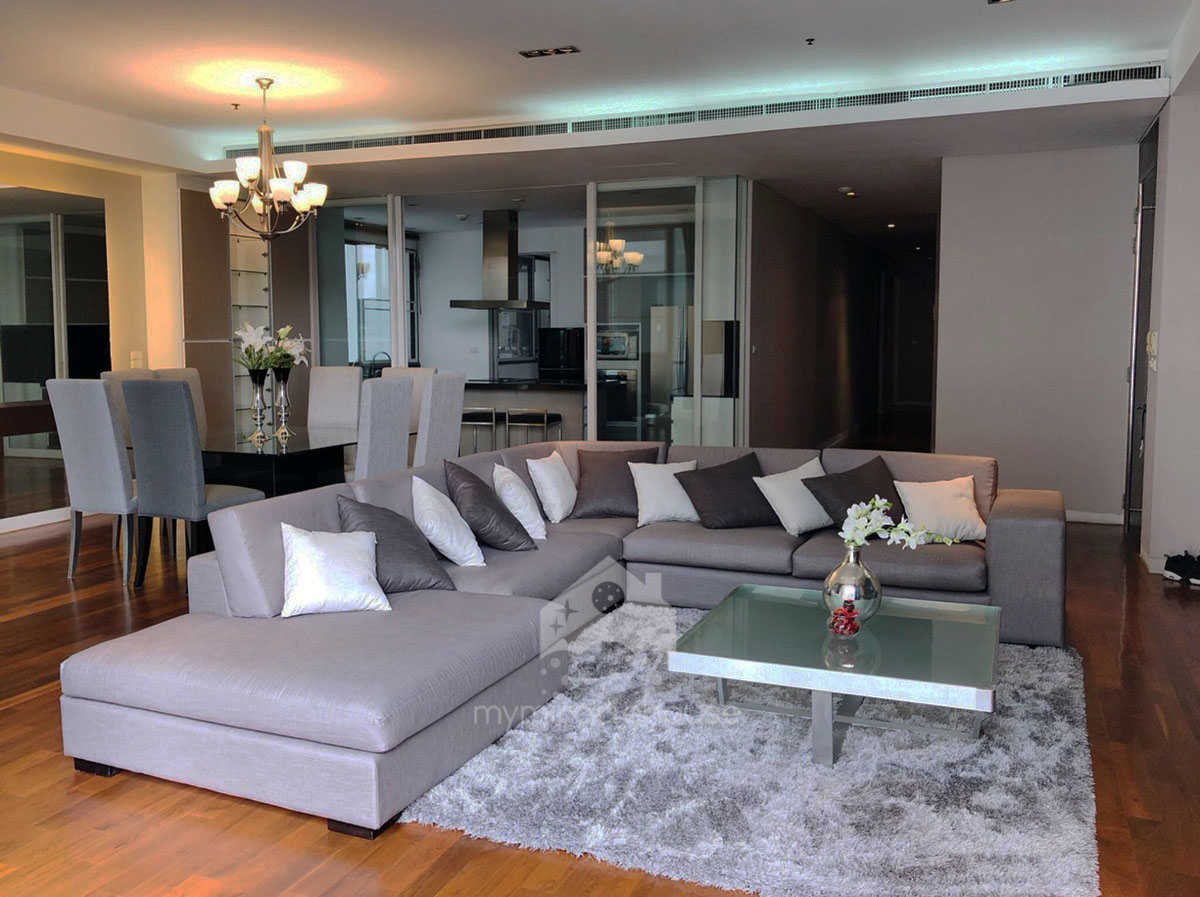 Beautiful 3 bedroom for rent in Domus Sukhumvit 18.