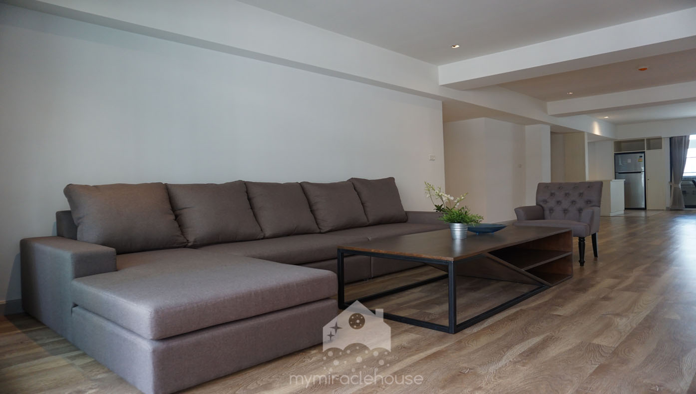 Pet friendly 3 bedroom apartment for rent at Asoke.