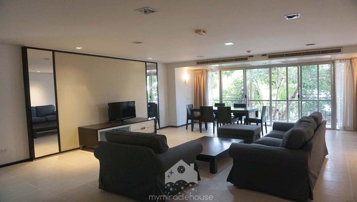 Pet Friendly 3 Bedroom Apartment For Rent In Lo