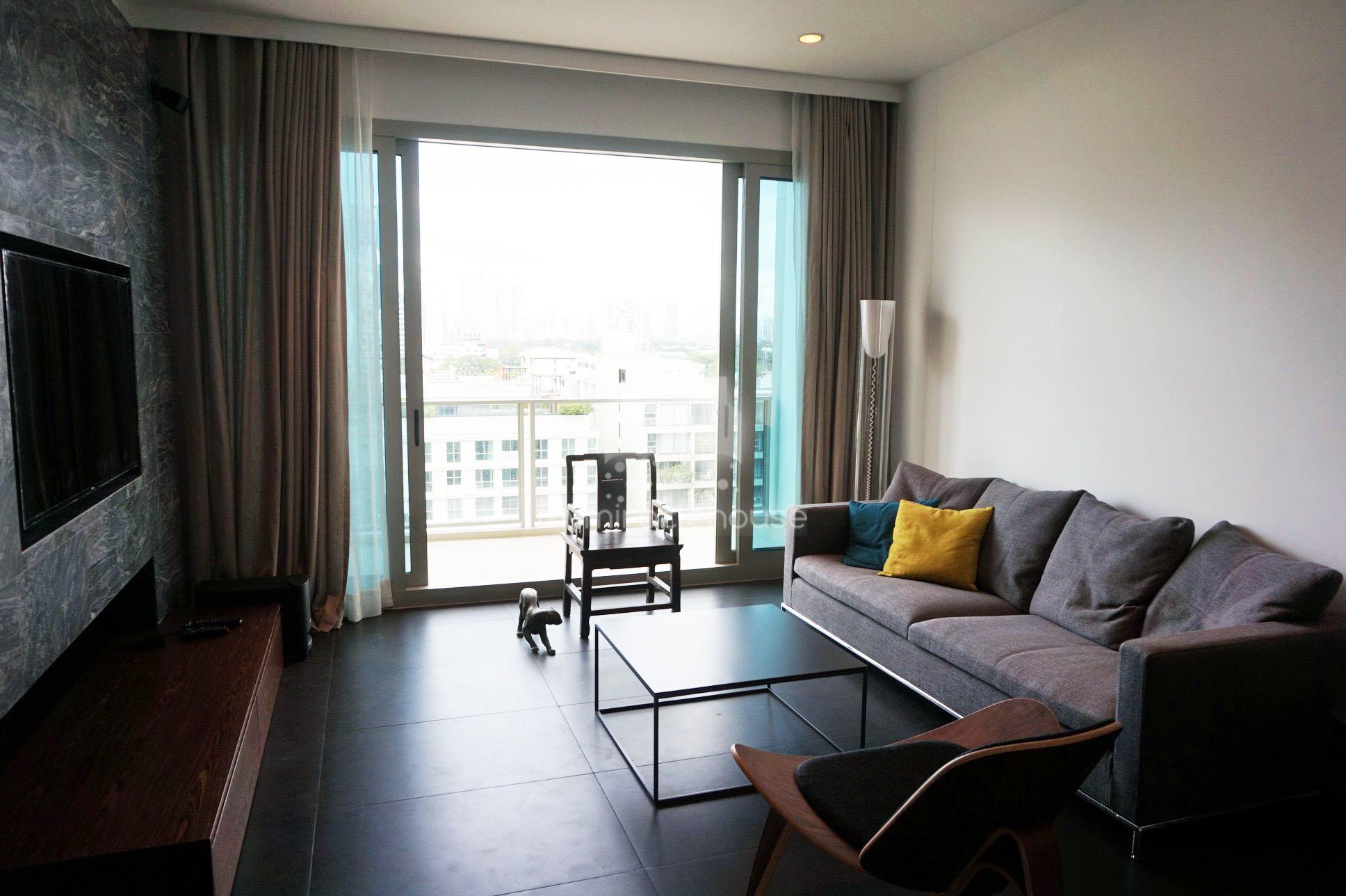 2 Bedroom Condo for rent in 185 Rajadamri near BTS Rajdamri.