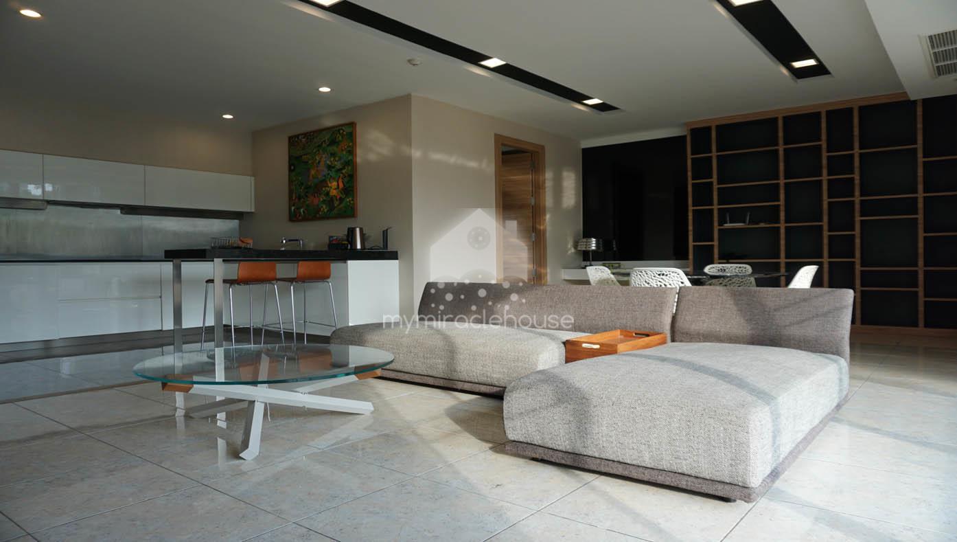 Pet-friendly 2 bedroom for rent in Ficus Lane BTS Phrakanong.