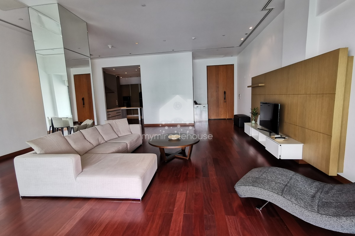 Fully-furnished 2 bedroom with private swimming pool for rent closed to BTS Phrom Phong.