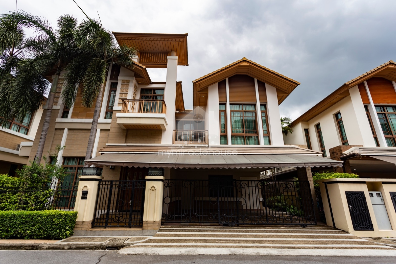 Luxurious house for rent in Baan Sansiri BTS Phrakanong.