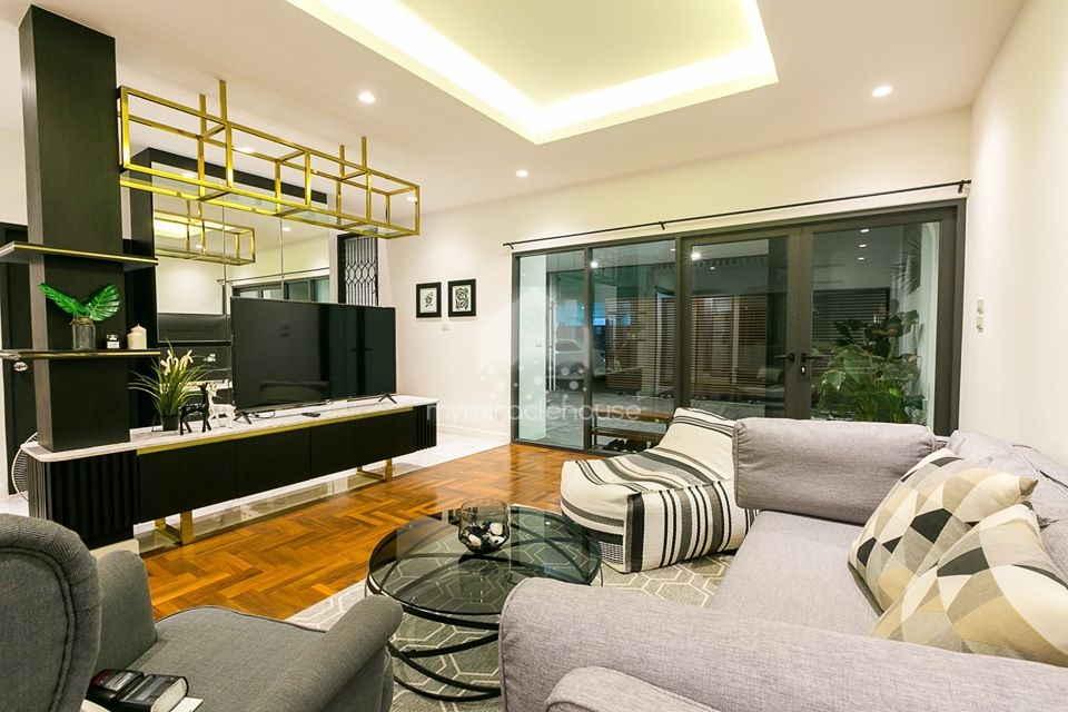 Townhouse for rent in compound located on Sukhumvit 39.