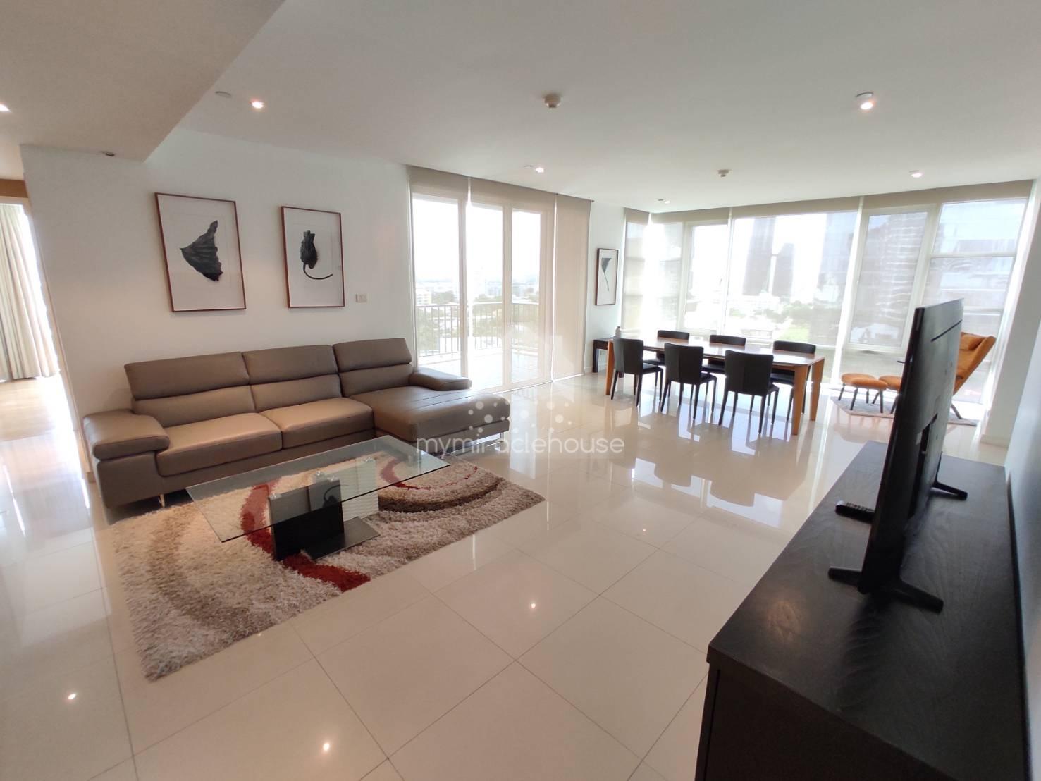 Fully-furnished 3 bedrooms for rent in Fullerton Sukhumvit.