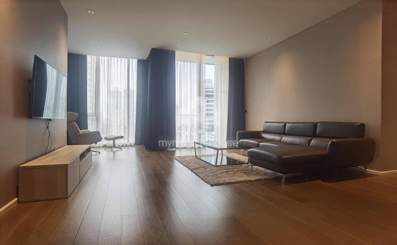 Fully-furnished 2 bedrooms for rent in Kraam Sukhumvit 26.