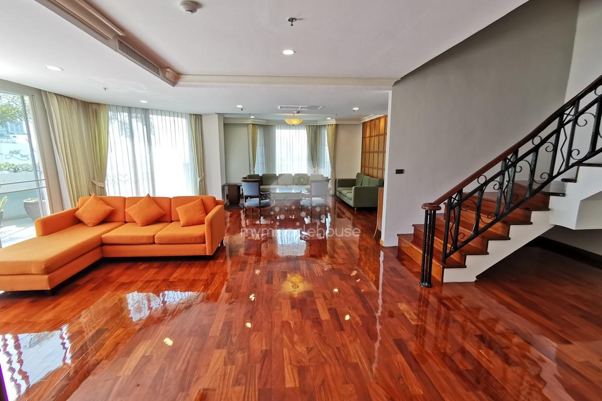 Duplex 3 bedrooms for rent in Nana area.
