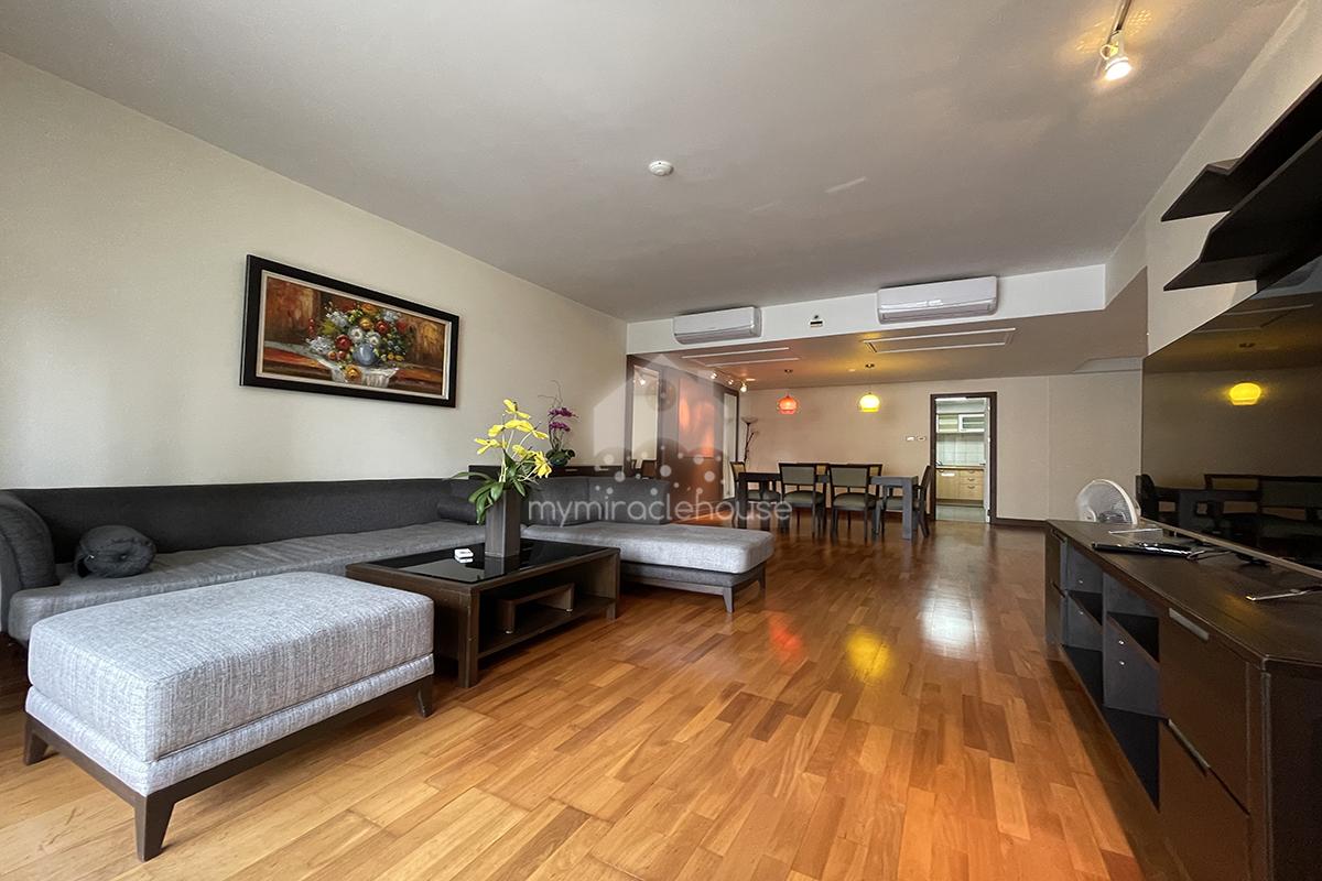 2 bedrooms for rent in All Season Mansion BTS Ploenchit.