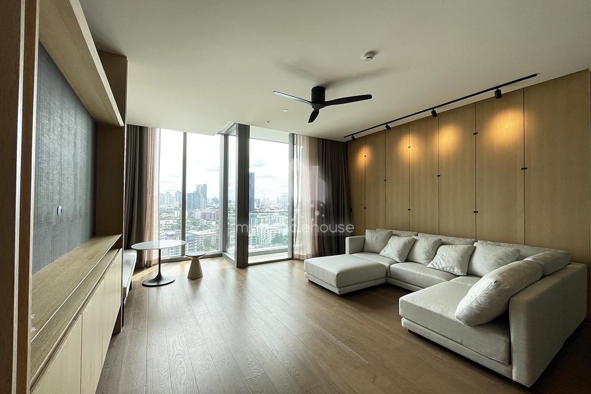 Luxurious 2 bedrooms for rent in Kraam Sukhumvit 26.